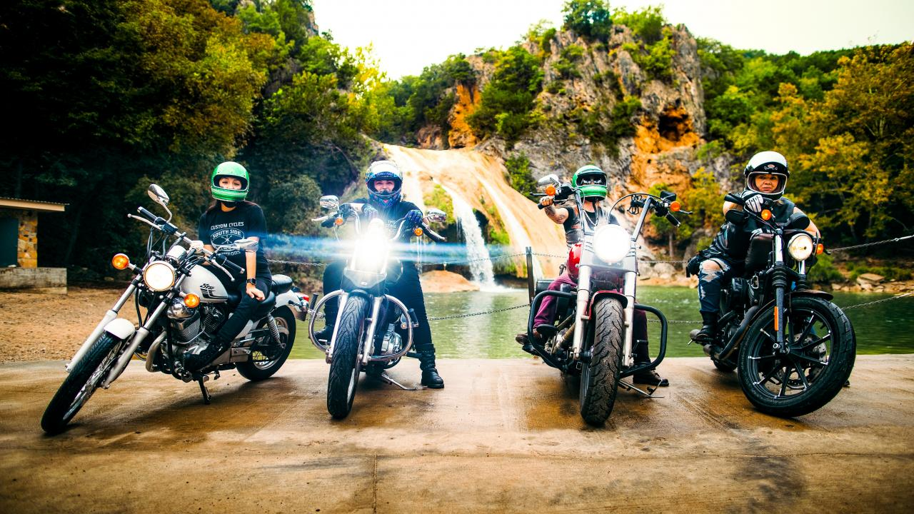 Membros do The Litas no Turner Falls Park em Oklahoma