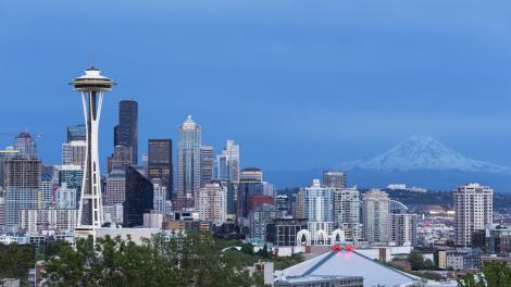 Space Needle e Mount Rainier, em Seattle, Washington