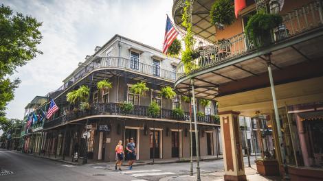 Caminhando pelo French Quarter, em Nova Orleans, Louisiana