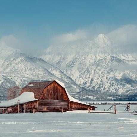 Fazenda nevada no Wyoming com as Grand Tetons ao fundo