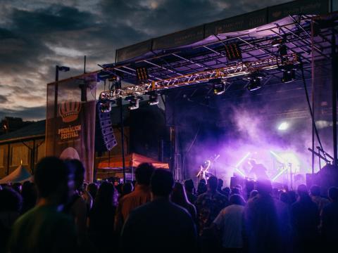 O festival de oito dias apresenta inovações em literatura, escultura, tecnologia e culinária