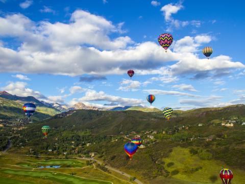 Voando alto no Festival de balões de Snowmass