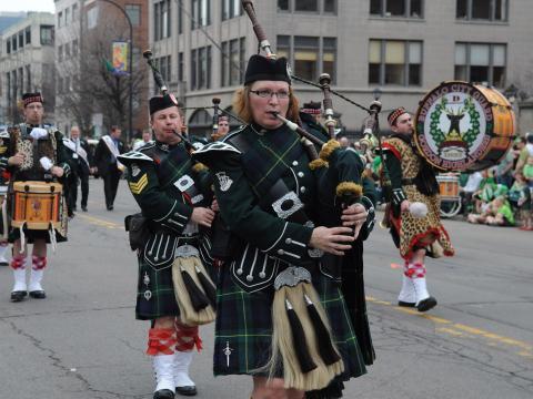 Tocadores de gaita de foles no Desfile do dia de São Patrício, em Buffalo