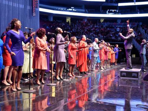 Cantando com o coração na McDonald's Gospelfest (Festa Gospel de McDonald)
