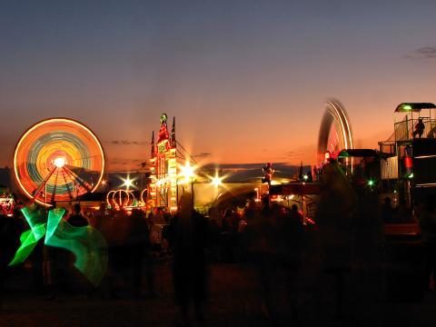 Passeios iluminados na Olmsted County Fair (Feira do Condado de Olmsted)