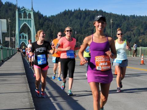 Apenas sorrisos correndo a Maratona de Portland