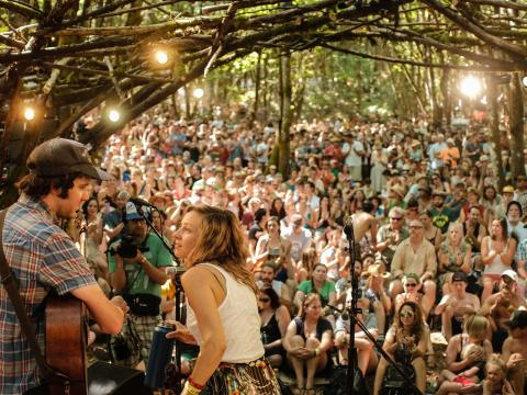 Banda se apresentando no festival de Pickathon, em Happy Valley, Oregon