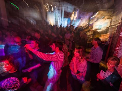 Uma noite festiva com arte e música locais e muito mais no Terrain