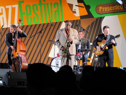 Fazendo uma apresentação memorável no Monterey Jazz Festival