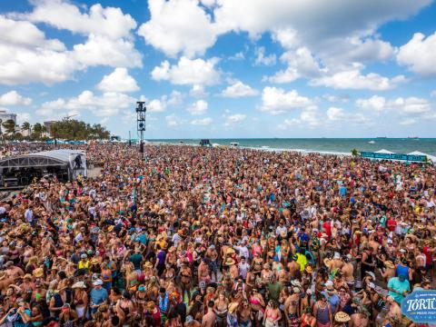 O animado Festival de música de Tortuga