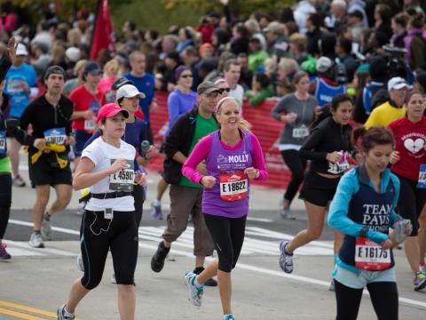 Alguns dos 45.000 corredores competindo na Maratona de Chicago