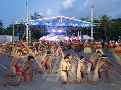 Apresentação na Feira da Ilha Micronésia de Guam