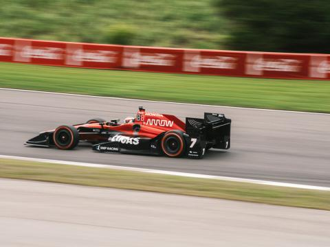 Um competidor no Honda Indy Grand Prix