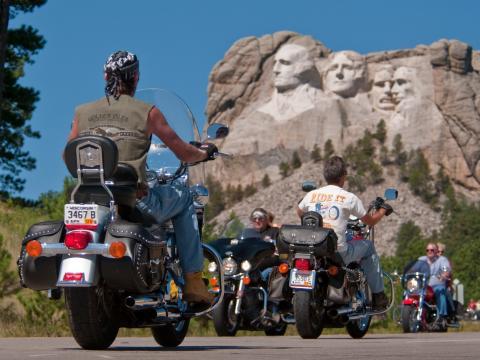 Presidentes observando os motociclistas durante o Rally de motocicleta de Sturgis