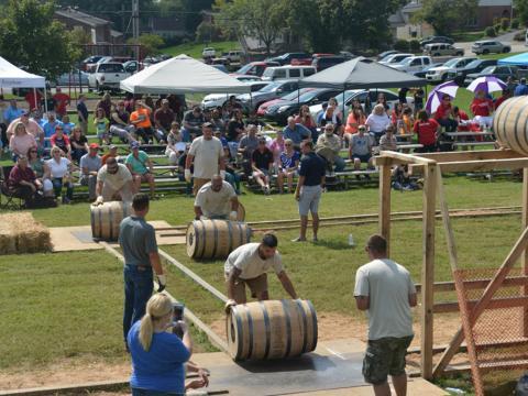 Corrida com barril de bourbon no Kentucky Bourbon Festival