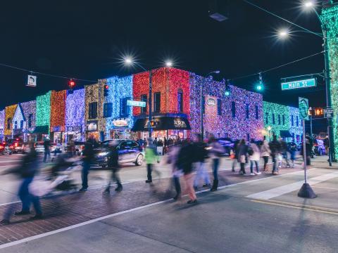Prédios iluminados para o Big Bright Light Show em Rochester