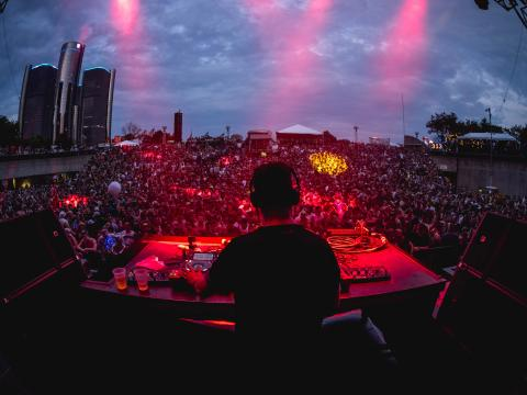 Maceo Plex e Ben Klock se apresentando no Movement Electronic Music Festival no Hart Plaza