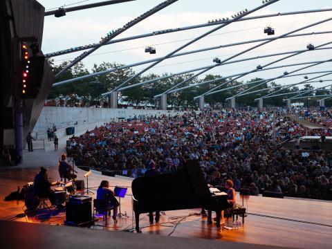 Performance no Chicago Jazz Festival no Pavilhão Jay Pritzker no Millenium Park