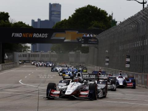 Carros Grand Prix correndo em Detroit