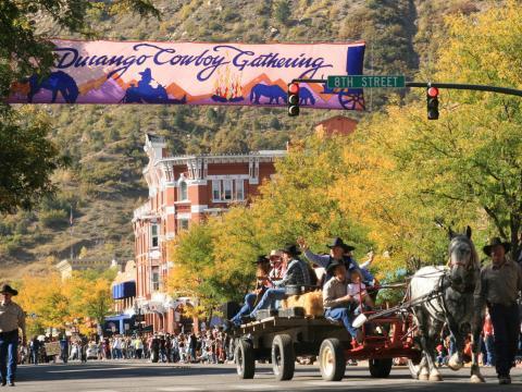 Parada no Durango Cowboy Poetry Gathering, que acontece todos os anos
