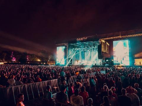 Música ao vivo durante o Festival de Música Bourbon & Beyond em Louisville, Kentucky