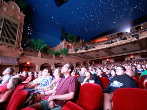 Exibição de filmes na Plaza Theatre durante o Plaza Classic Film Fest em El Paso, Texas