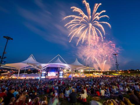 O July 4th Fireworks Spectacular, no Walmart AMP, em Rogers, Arkansas