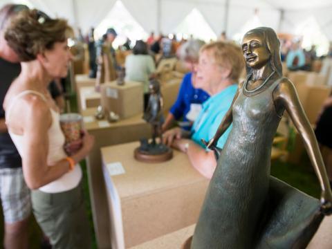 Um evento de arte durante o Sculpture Show Weekend, em Loveland, Colorado