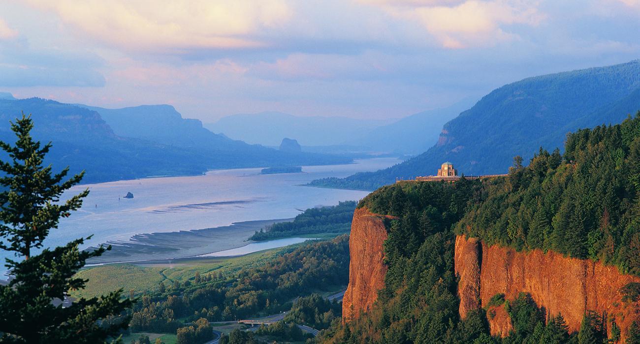Destinos em oregon pontos tursticos em oregon vista do columbia river gorge national scenic area fandeluxe Images