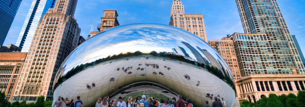 A escultura Cloud Gate no centro de Chicago, Illinois
